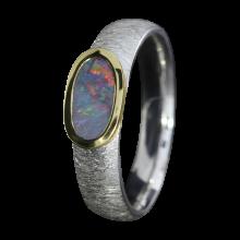 Opalring mit ovalem Edelopal in Lila, 925er Silber, goldbelötet mit 750er Gold, Ringgröße 53