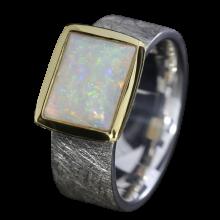 Ring mit leuchtendem viereckigem Edelopal, 925er Silber, goldbelötet mit 750er Gold, Ringgröße 55