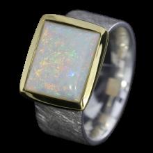 Ring mit viereckigem Edelopal in Weiß, 925er Silber, goldbelötet mit 750er Gold, Ringgröße 56