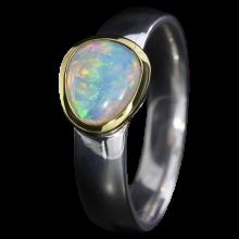 Ring mit fabelhaftem Edelopal in Weiß, 925er Silber, goldbelötet mit 750er Gold, Ring Größe 53