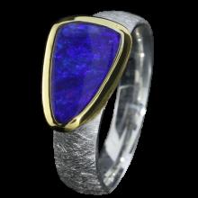 Opal Ring mit dreieckigem Boulder Opal in Kobaltblau, 925er Silber, Ringgröße 54, vergoldet