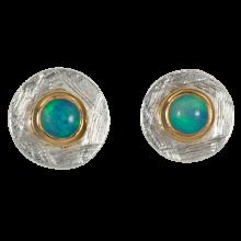 Ohrstecker mit runden, bläulich glitzernden Edelopalen, 925er Silber, vergoldet