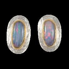 Ohrstecker mit ovalen, Polarweiß funkelnden Edelopalen, 925er Silber, vergoldet