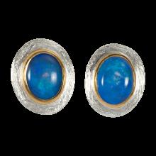 Ohrstecker mit ovalen, Ozeanblau funkelnden Edelopalen, 925er Silber, vergoldet