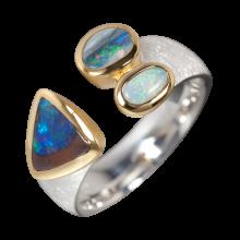 Faszinierender Ring mit einer Kombination aus Edelopal, Schwarzopal und Boulderopal, 925er Silber, vergoldet, Ring Größe 60