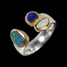Imponierender Ring mit einer Kombination aus Edelopal, Schwarzopal und Boulderopal, 925er Silber, teilvergoldet, Ringgröße 59