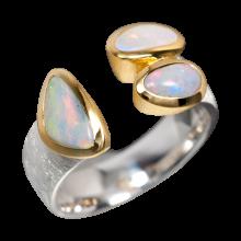 Charismatischer Ring mit einer Kombination aus Edelopal, Schwarzopal und Boulderopal, 925er Silber, vergoldet, Ring Größe 59