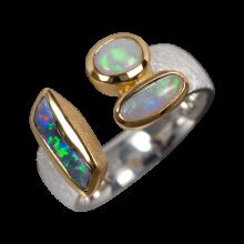 Exklusiver Ring mit einer Kombination aus Edelopal, Schwarzopal und Boulderopal, 925er Silber, vergoldet, Ring Größe 57