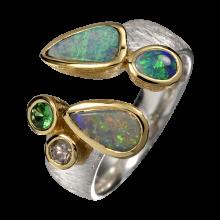 Spektakulärer Ring mit unwiderstehlichen Edelopalen, Tsavorit und Diamant, 925er Silber, teilvergoldet, Ringgröße 56
