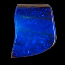 Gebohrter Boulder Opal in dunkelblau mit feiner Tiefe, 23x19 mm